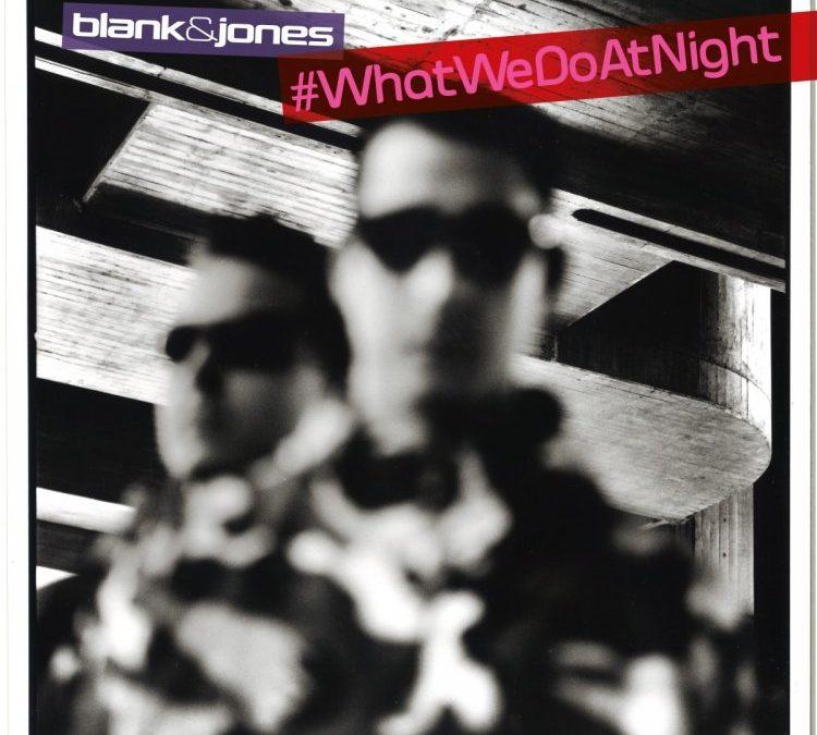 Werft einen Blick über die Schultern von Blank & Jones